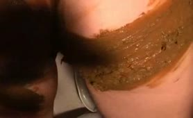 Brown shit on her entire body - awesome