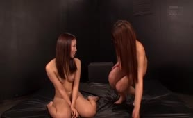 Two sexy Japanese girls pooping together