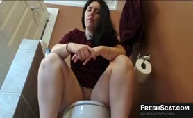 Hot Thick latina pooping