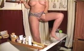 Hot milf shitting in her panties