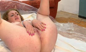Chubby Russian babe pooping on the floor