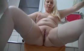 Blonde dutch babe shitting
