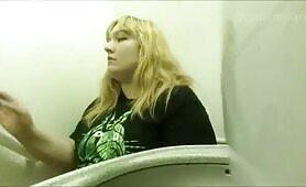 Chubby blonde babe shitting